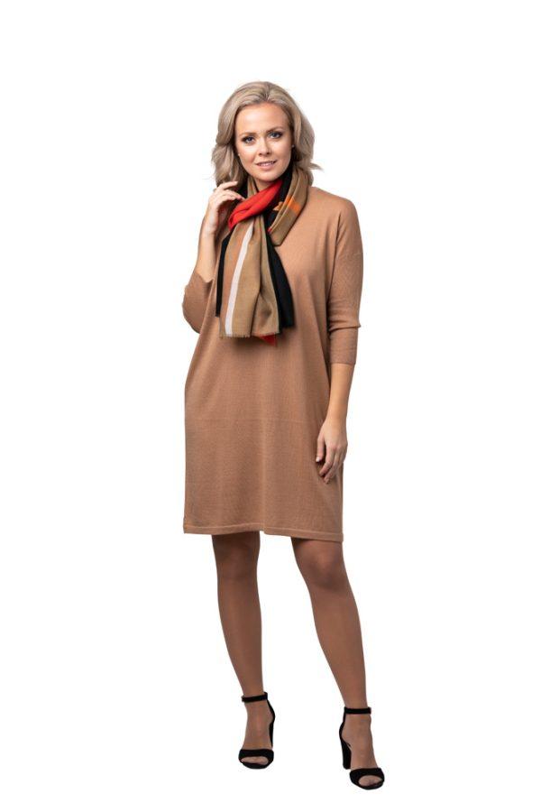 Klänning- elegant och klassisk i finstickad kashmir beige