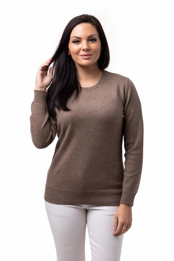 Tröja längärmad, Linn - rundhalsad klassisk tröja med pärlemoknapp beige