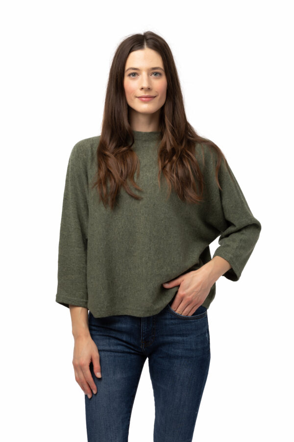 Tröja Julia - trendig kashmirtröja med högre halskant grön
